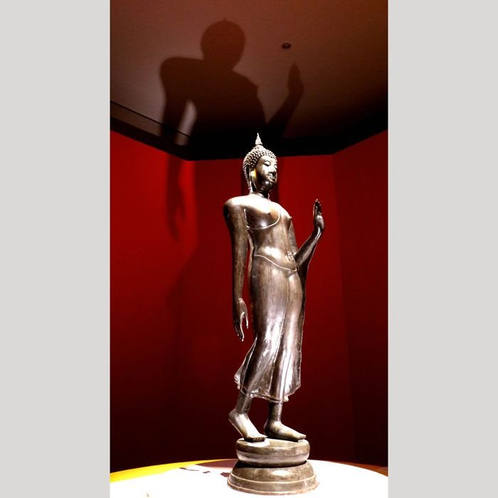 《上野》タイ展 「仏陀遊行像」ほほ笑みの国の仏陀は歩く 日本が影響与えた刀剣も