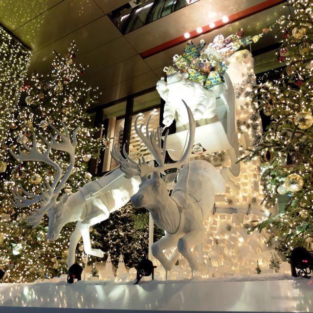 《銀座》サンタクロースとトナカイが到着! 2万個のLED電球で彩られたイルミネーション