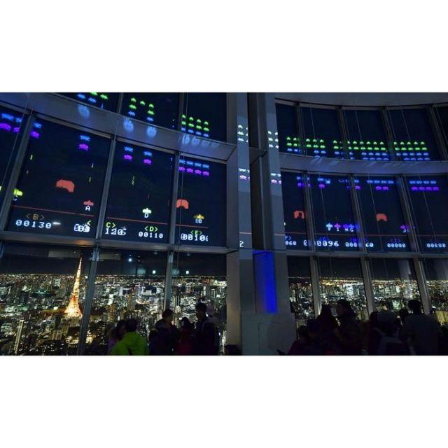《六本木》六本木ヒルズの窓にインベーダー 40周年記念アトラクション