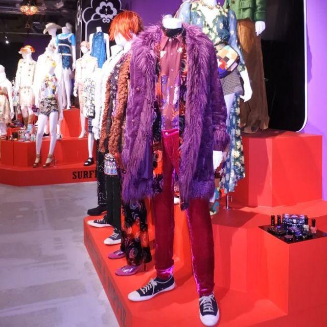 《六本木》アナ・スイ、日本初の展示会がスタート 人気デザイナーの軌跡をたどる100点