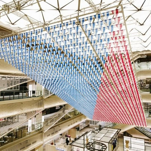 《銀座》開業1周年の「GINZA SIX」、新たな巨大アートを展示