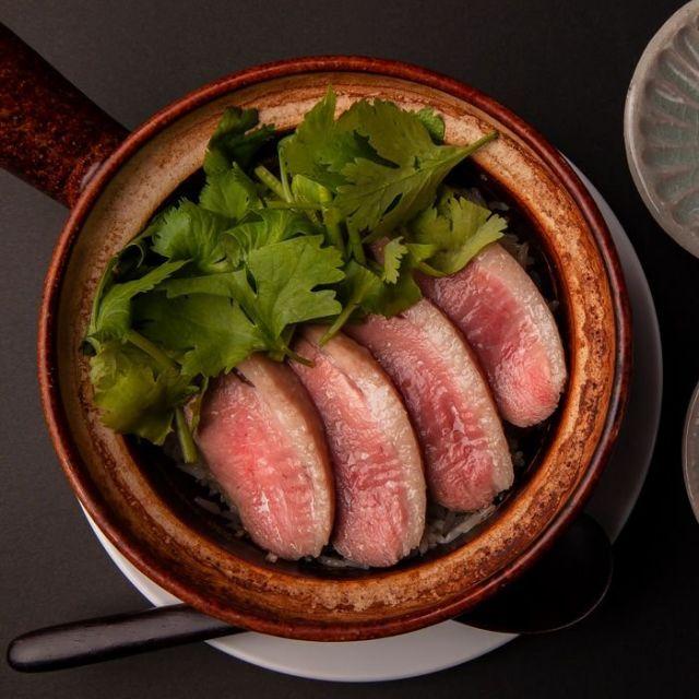 《麻布十番》合鴨を中華風に楽しむ 脂の甘みがのった国産専門店「無鴨黒(なかもぐろ)」