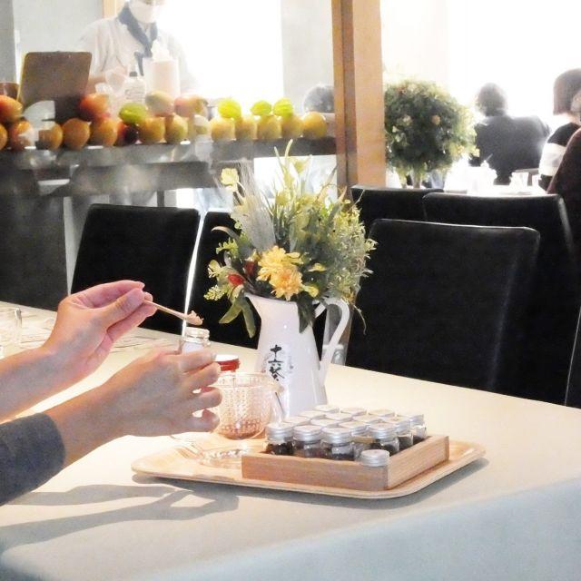 「十六茶マイブレンド体験」開催中、自分流のブレンドを楽しもう