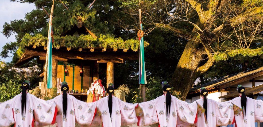 井浦新さんが写真集「春日大社 千古の杜」を出版