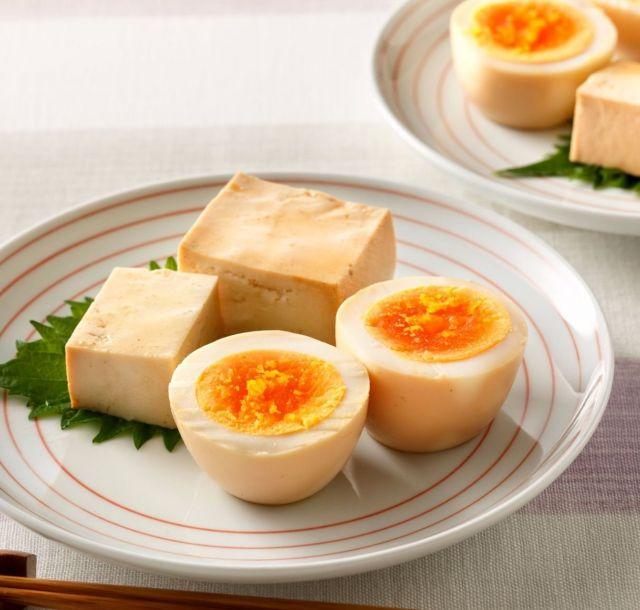 ちょっとの調味料であっという間に〝しみうま無限〟レシピ~卵・豆腐のオイスターソース油漬け